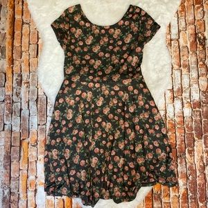 Gilli by ModCloth, Short Sleeve Floral Dress. M